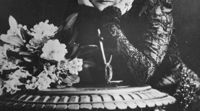 Sur Les Pas De Sarah Bernhardt